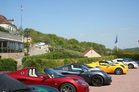 Auberge du Camp Romain: Séjour avec voitures de collection