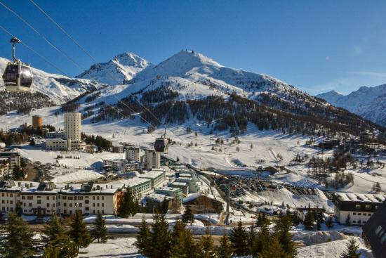 Panoramica esterna inverno 2015 foto di villaggio for Villaggio olimpico sestriere