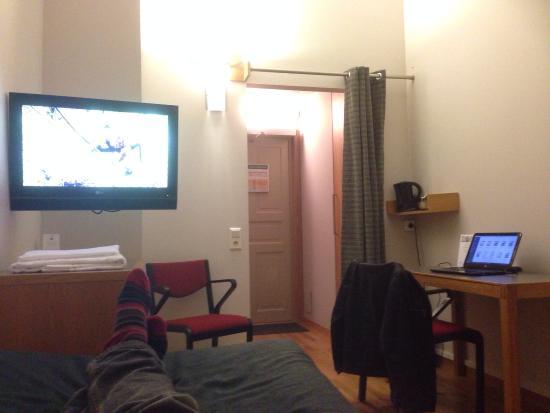 Dockyard Hotel: Sovrum fast mot entren