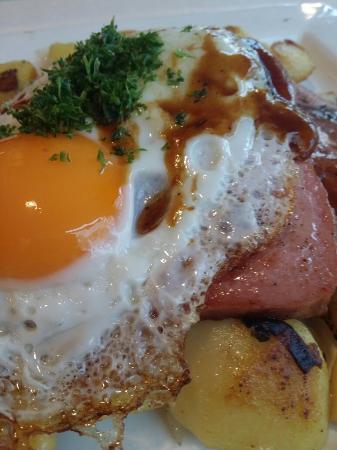 Metzlers Restaurant: Fleischkäse - Spiegelei - Bratkartoffeln