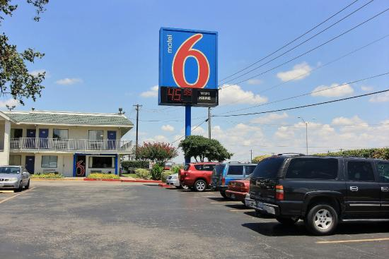 Motel 6 Austin Central - North: Exterior