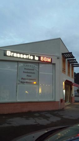 Brasserie le BBM: Le BBM vu extérieur.