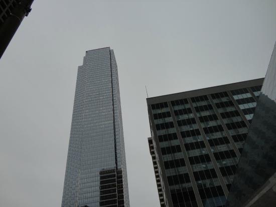 Bank of America Tower: Vista desde Elm Street y Plaza Griffin.