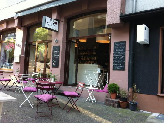 City Cafe Mit Hinterhof Atmosphare Roseli Frankfurt Am