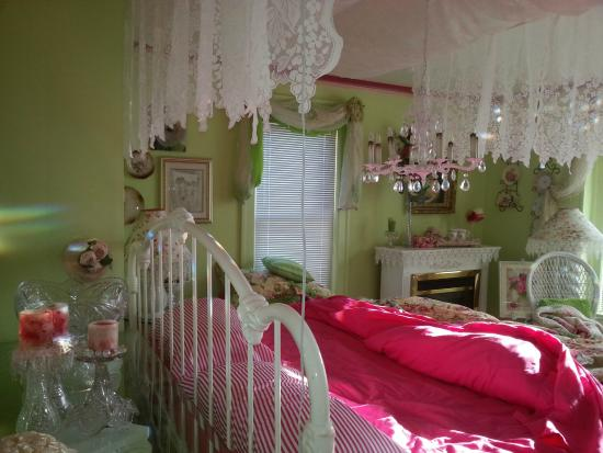 The Appleton Inn : our Victorian suite