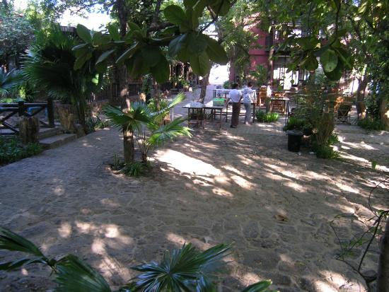 Bagan Central Hotel: Inner Yard