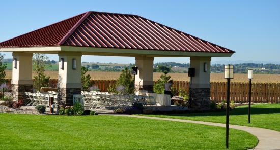 BEST WESTERN PLUS Crossroads Inn & Conference Center: Wedding Ceremony Pavilion