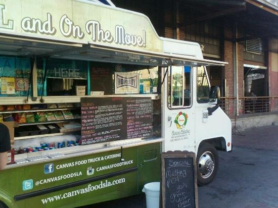 Buy A Food Truck >> Food Truck That You Can Buy Something To Eat And Take Inside Of