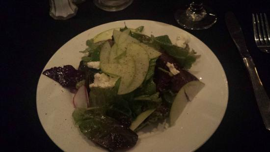 Garibaldi's of Columbia: Apple salad