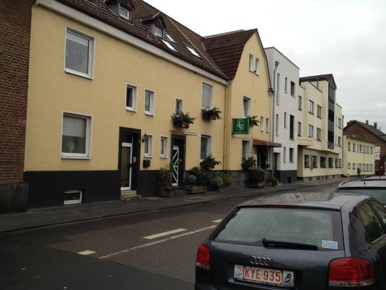 Hotel-Pension Alt-Rodenkirchen: facade de l'hotel