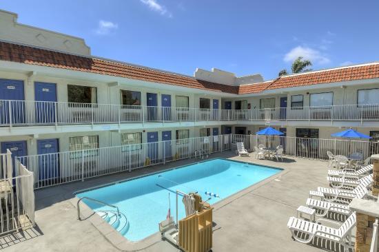Motel 6 Carlsbad East: Pool