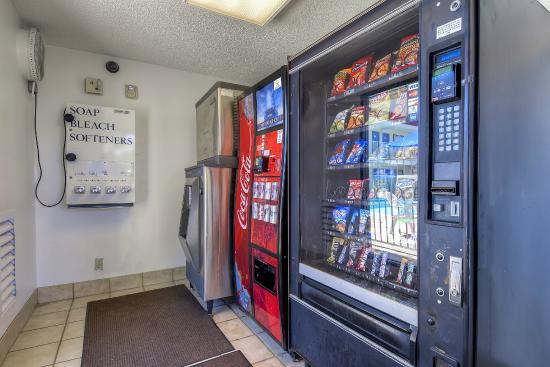 Motel 6 Carlsbad East: Vending