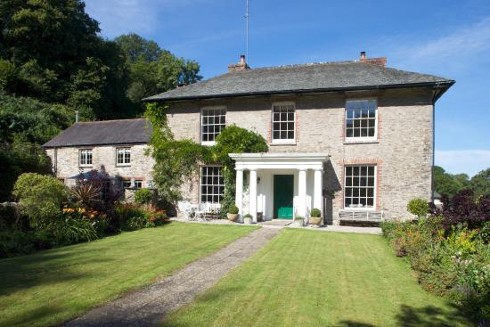 Gitcombe House Country Cottages: The stunning Gitcombe House