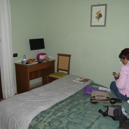 Andromaco Palace Hotel: Mobilar und Raumgrösse