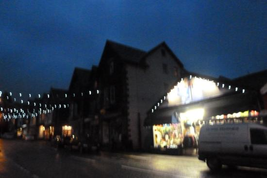 Eastbourne Guest House : the street lit up with lights across the rd
