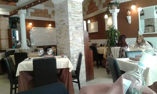 Milos: Local