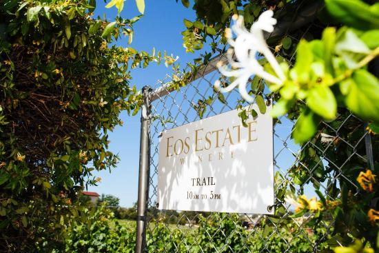 Wine Country RV Resort : Walk path to EOS winery