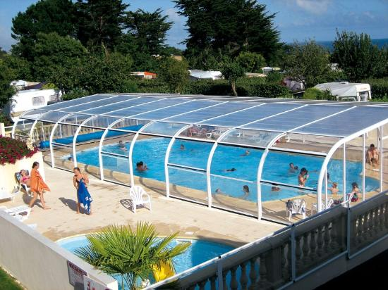 Piscine couverte chauff e picture of camping de l 39 ocean for Camping morbihan piscine couverte
