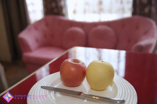 Grand Metropark Yuantong Hotel: Welcome apples are pink too!