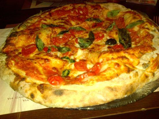 La pizza con la bufala! - Picture of Pizzeria La Terrazza, Mediglia ...