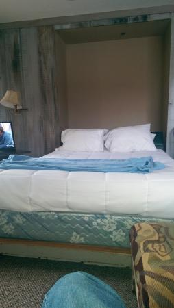 The Lodge at the Mountain Village by ASRL : the wall bwd with cheap mattress