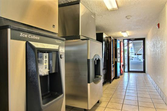 Motel 6 Amarillo Airport: Vending