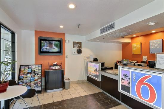 Motel 6 Thousand Oaks, CA: Lobby