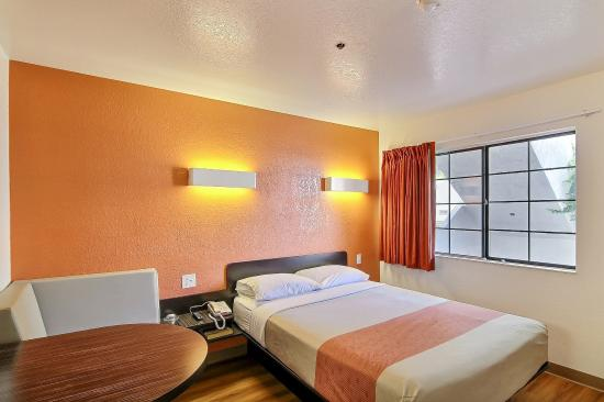 Motel 6 Thousand Oaks, CA: Guest Room