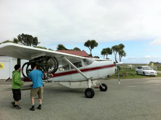 Adventure Flights Golden Bay: Loading bikes