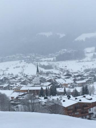 Hotel Der Bär: View of Ellmau from Room's deck