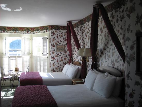 Inn on Mackinac: Room #300, 2 queens