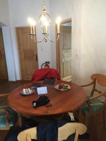 Hotel Der Bär: Dining area in 2 bedroom suite