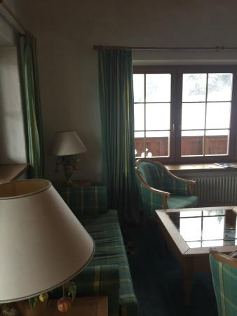 Hotel Der Bär: Living Room in 2 bedroom suite