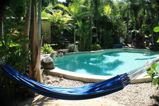 Boutique Bungalows: Hammock by the pool