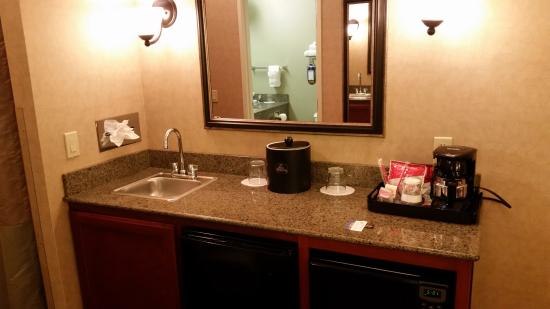 BEST WESTERN PLUS Kennewick Inn: Wet Bar/Kitchenette