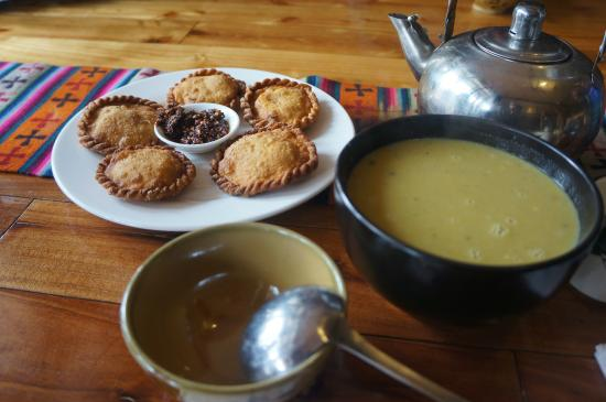Suo Ya La Zang Restaurant : Yak Momos and Soup