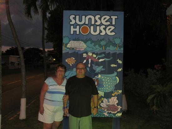 Sunset House - My Bar