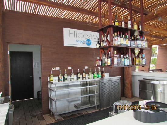 Hideaway beach bar picture of royalton riviera cancun for 5 paws hotel and salon puerto rico