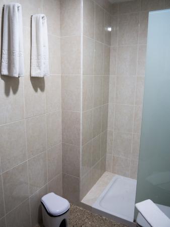 Apartamentos Tarahal : Shower