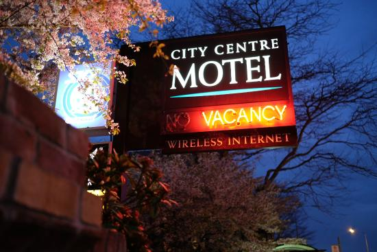 City Centre Motel: Night View
