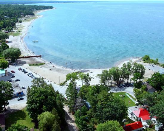 Balm Beach Resort: Areial View of Resort Overlooking Georgian Bay.