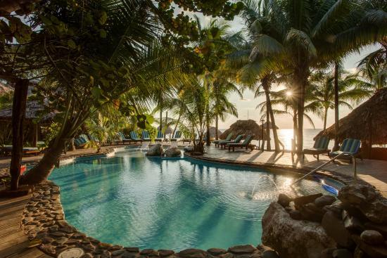 Xanadu Island Resort: Heated swimming pool