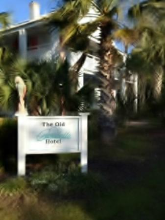 The Old Carrabelle Hotel: Guest photo of our Hotel sign in front