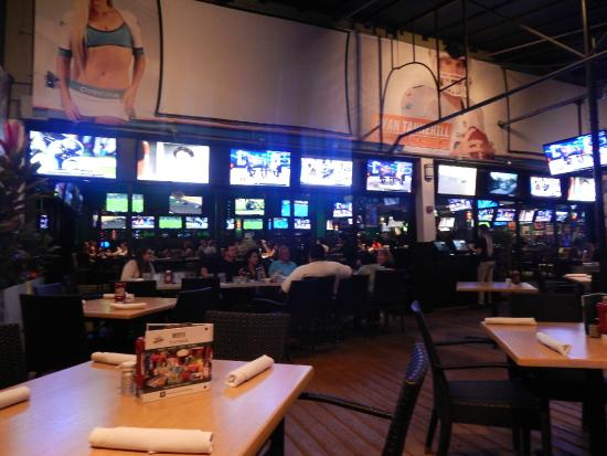 Duffy's Sports Grill: sus varios leds para ver deportes