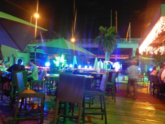 Duffy's Sports Grill: terraza exterior