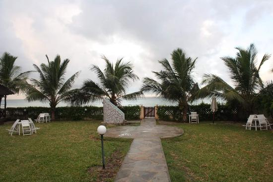 Pa Pweza Adamsville Beach Suites: the gate that leads to the beach
