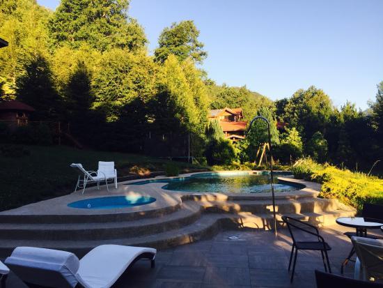 Peumayen Lodge & Termas: Piscina exterior