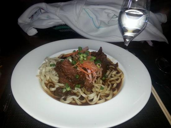 Solstice : braised beef, udon noodle in miso soup