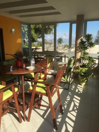 Allamanda Hotel : Breakfast room porch