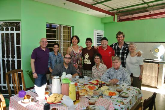 Casa Lucilo y Nirma: Breakfast with the family
